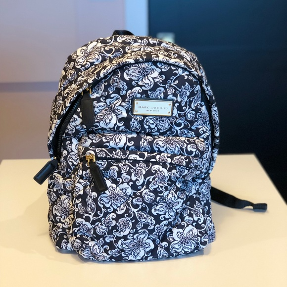 182faac469 Marc Jacobs Quilted Floral Backpack. M 5b395eac1b32947d688231f0